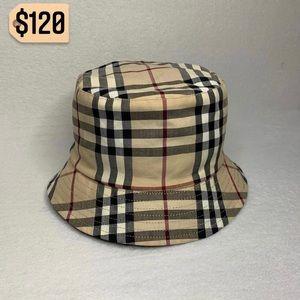✨✨✨✨SOLD✨✨✨✨Burberry Reversible Bucket Hat Unisex